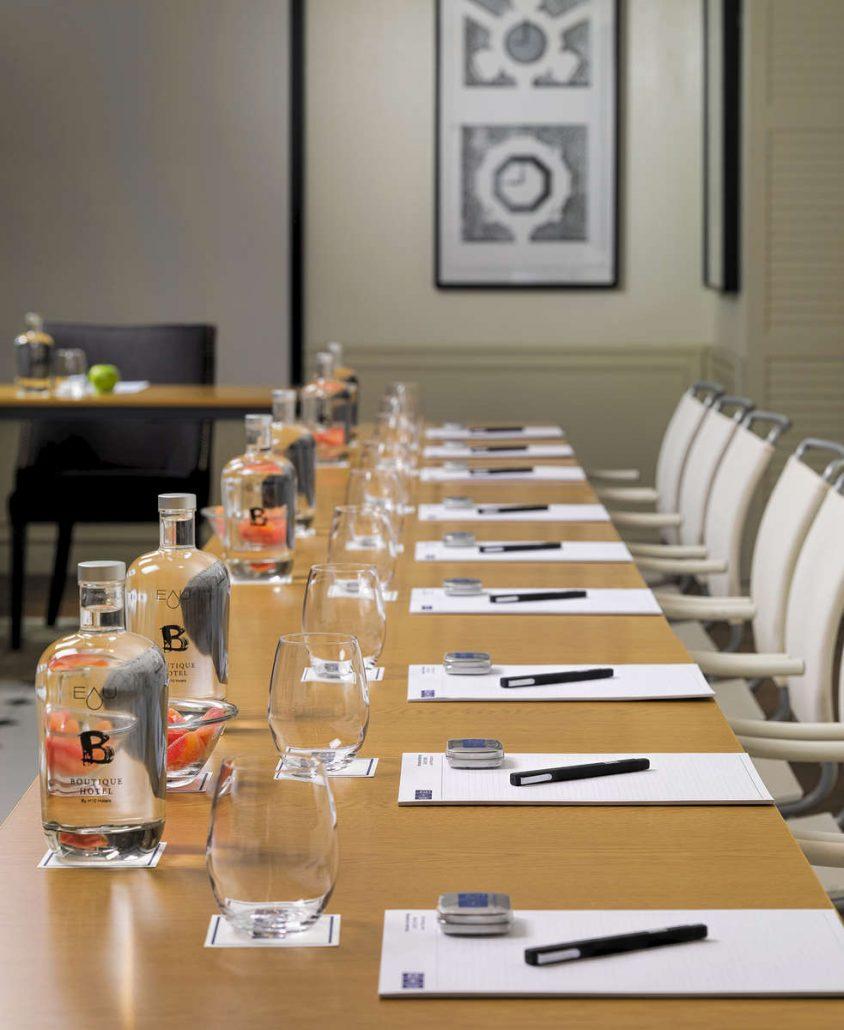 H10-Duque-de-Loule-Detalle-montaje-sala-reuniones