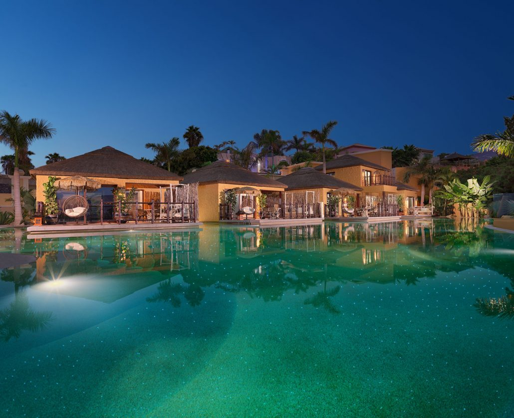 Royal River Luxury Hotel. Lagoon villas pool at night