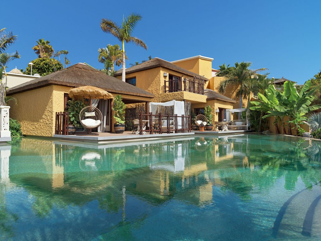 Royal River. Lagoon villas pool