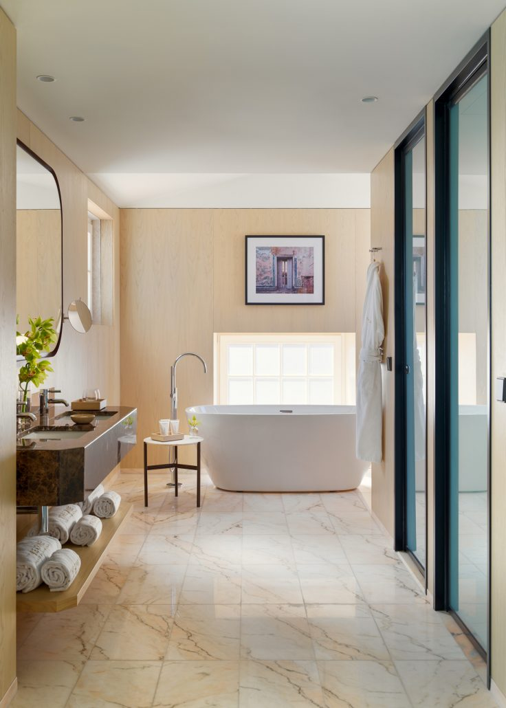 Tower suite bathroom photograph for he One Palacio da Anunciada