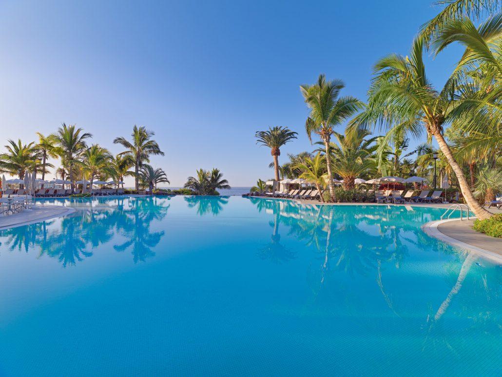 Exterior hotel photography. Roca Nivaria Gran-Hotel. Pool at day time