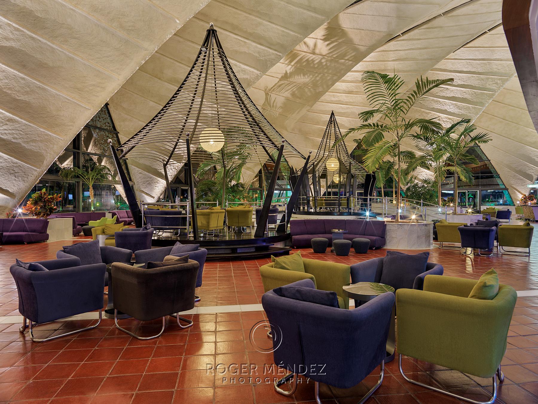 Pérgolas patio at night of H10 Playa Meloneras Palace
