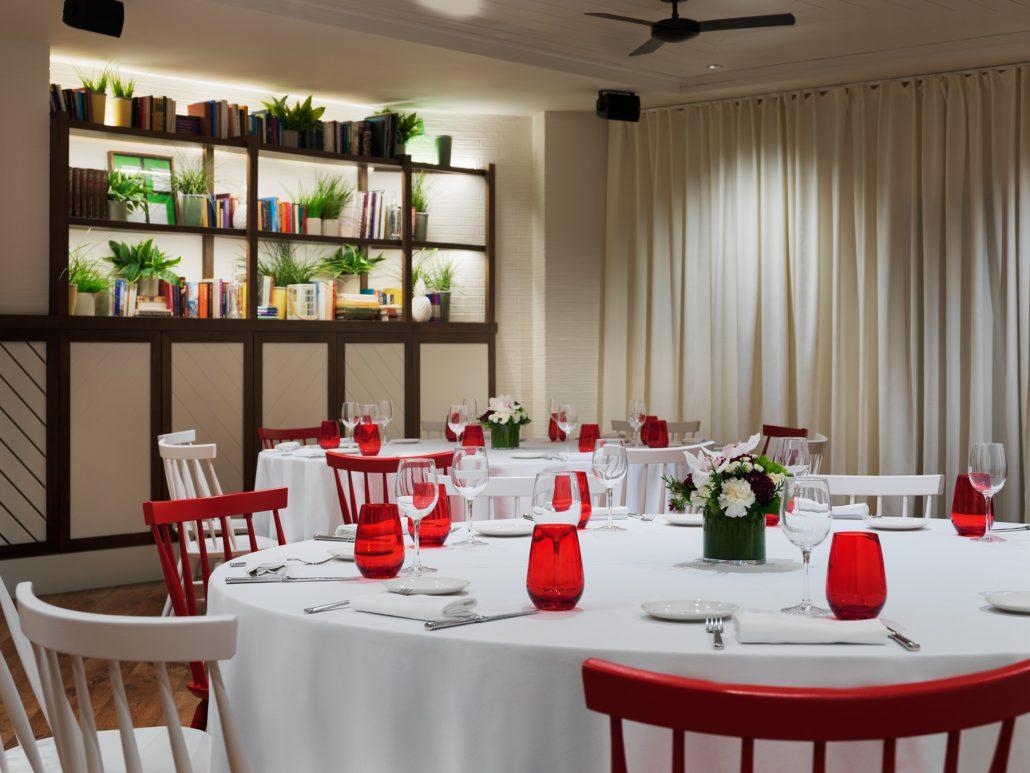 H10 Metropolitan, Sala urban detalle mesas banquete.