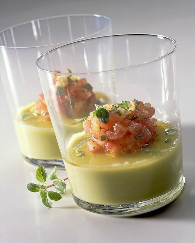 Cocina de Canarias. evolucion-TAPAS_Crema_de_aguacates_y_tomates_ali__adas_con_ore__gano