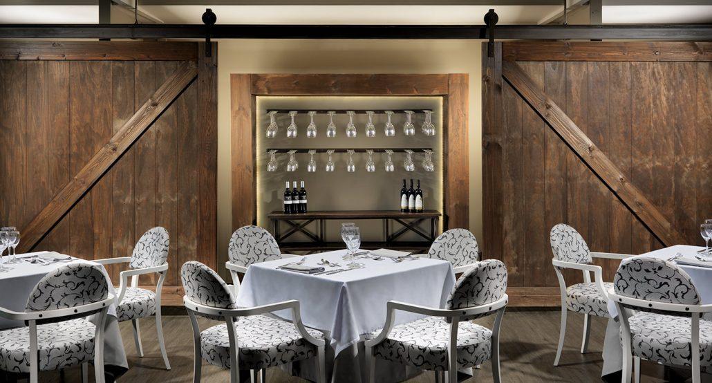 H10-White-Suites-Rincon-copas-y-puertas-de-madera