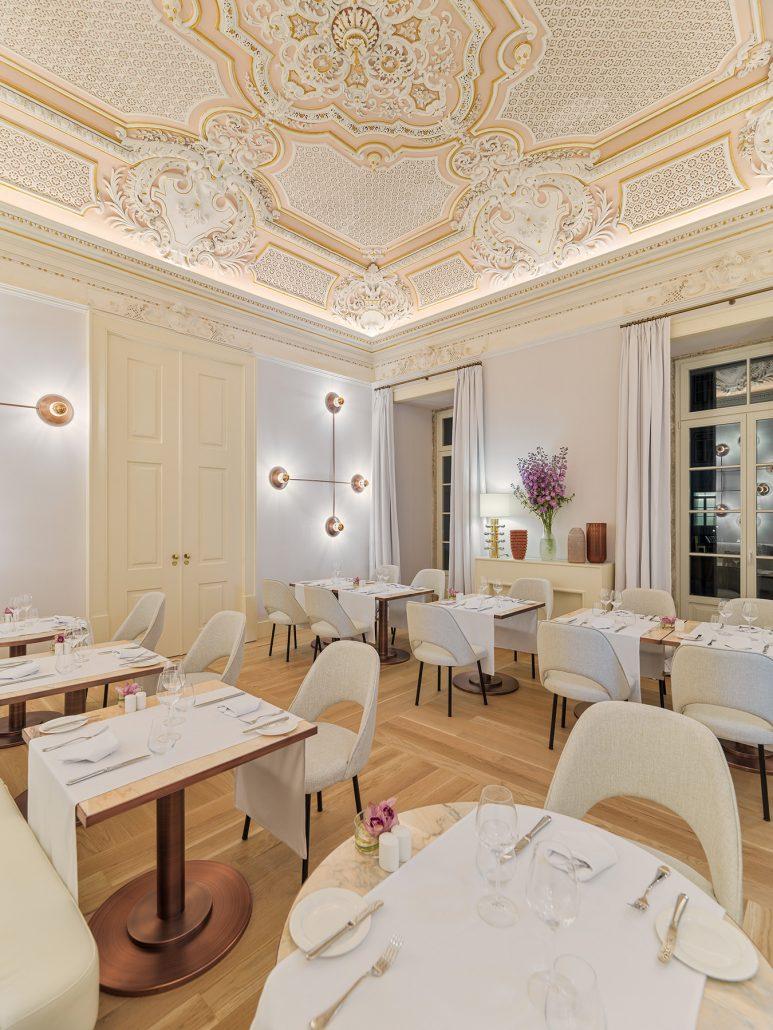 Fotografía montaje cena en Sala Condes de Ericeira. The One Palacio da Anunciada