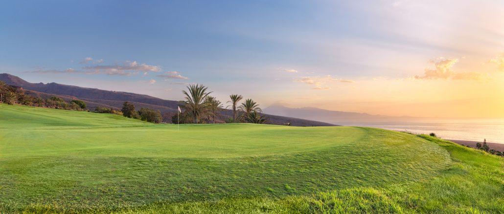 Tecina Golf-Hoyo-1-al-amanecer