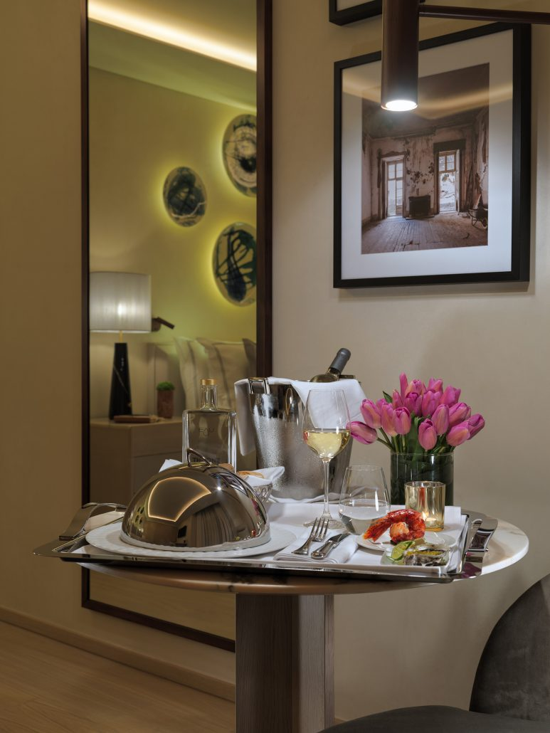 Fotografía detalle room service para The One Palacio da Anunciada.