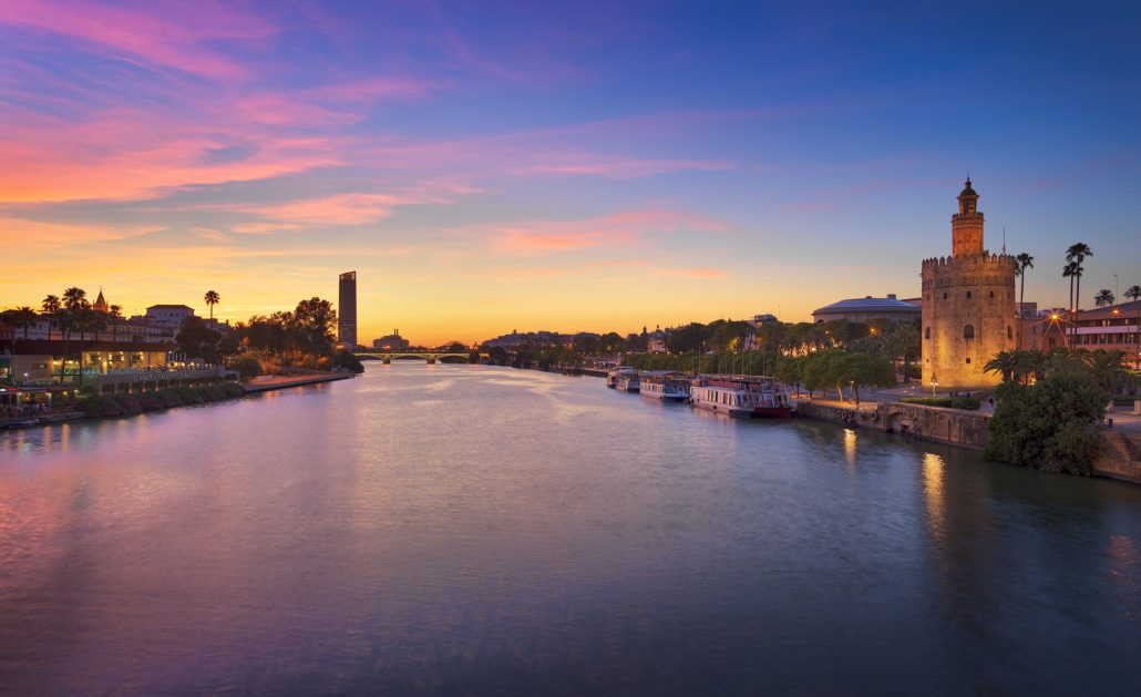 Fotografía de Sevilla al atardecer desde el puente San Telmo