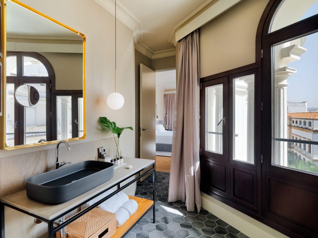 Habitacion Corner Deluxe 405. Vista baño