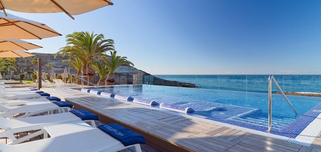 H10 Costa Adeje Palace. Infitnity pool al amanecer