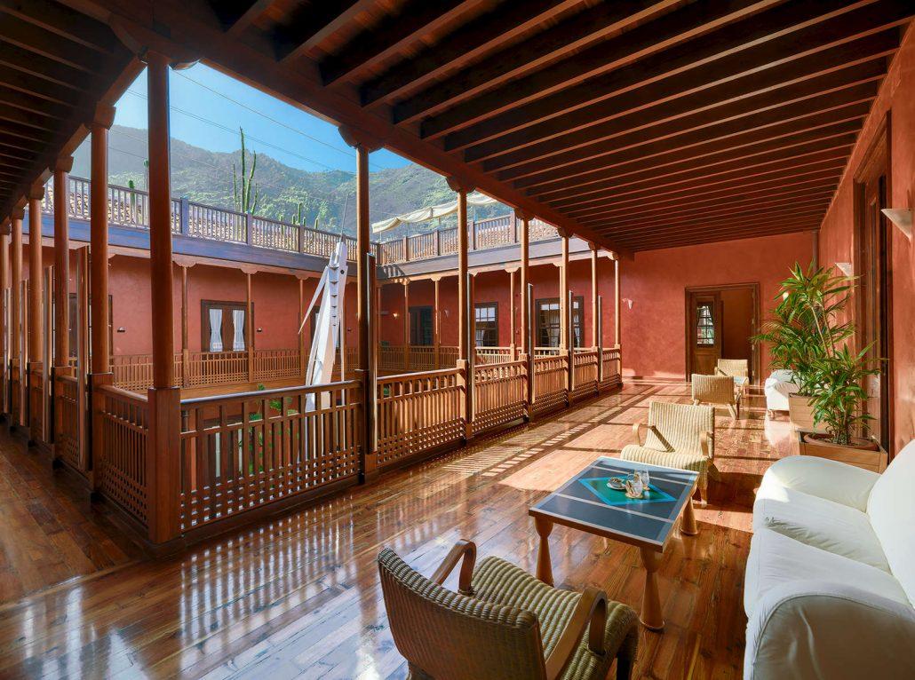 Fotografía corredor Hotel San Roque