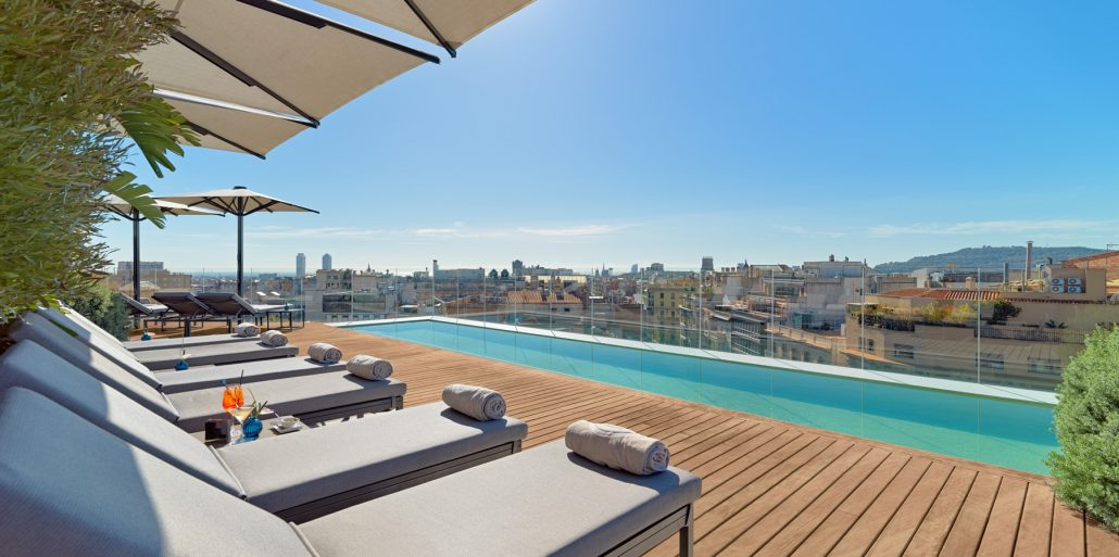 Terraza piscina de dia The One Barcelona
