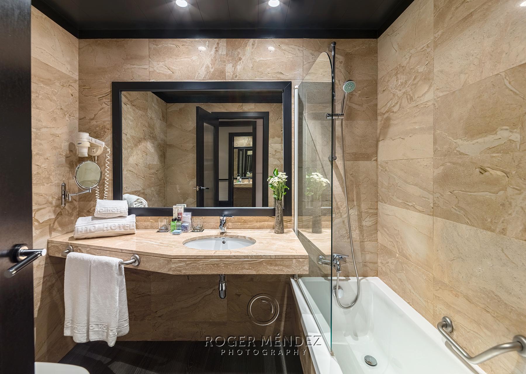 fotografía baño estándar H10 Marina Barcelona
