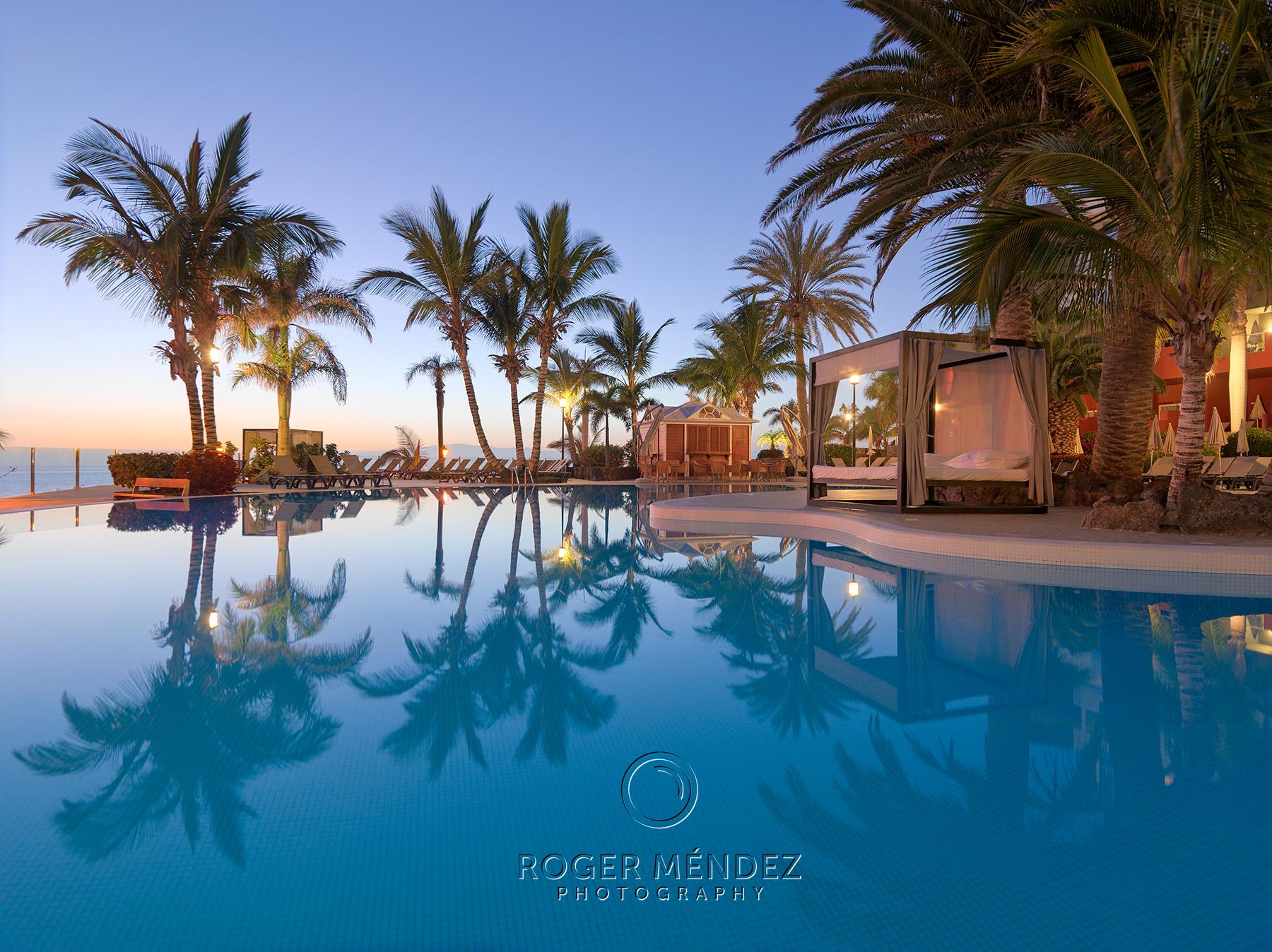 Fotografía piscina al atardecer para el Roque Nivaria Gran Hotel