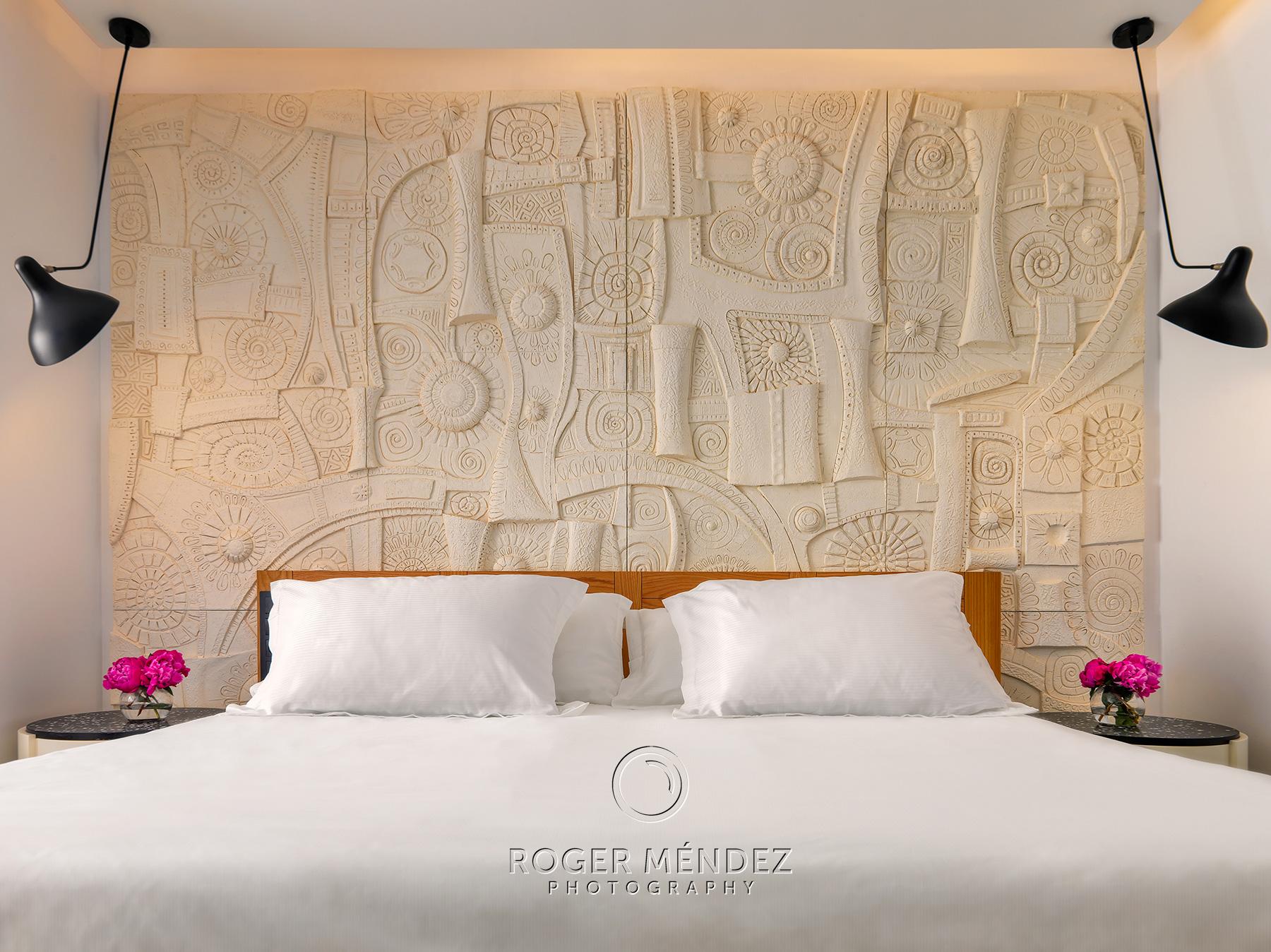 Fotografía detalle cabecero de la habitación piloto para el resort 5 estrellas H10 Atlantic Sunset