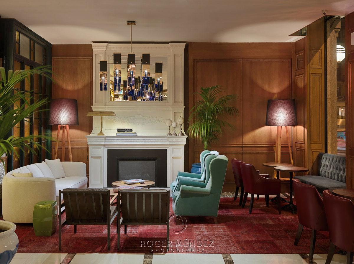 H10 Villa de la Reina Lobby detalle sofás