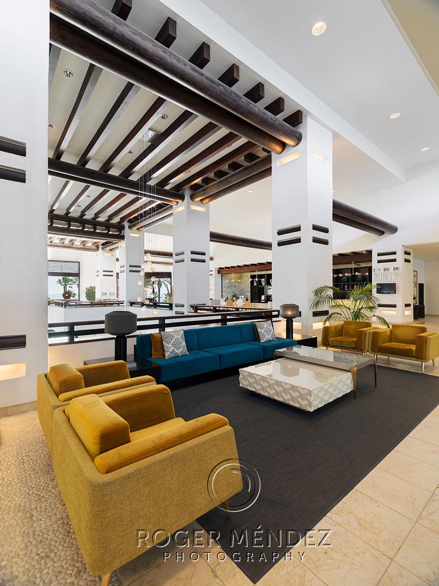 Toma detalle del lobby del H10 Estepona Palace