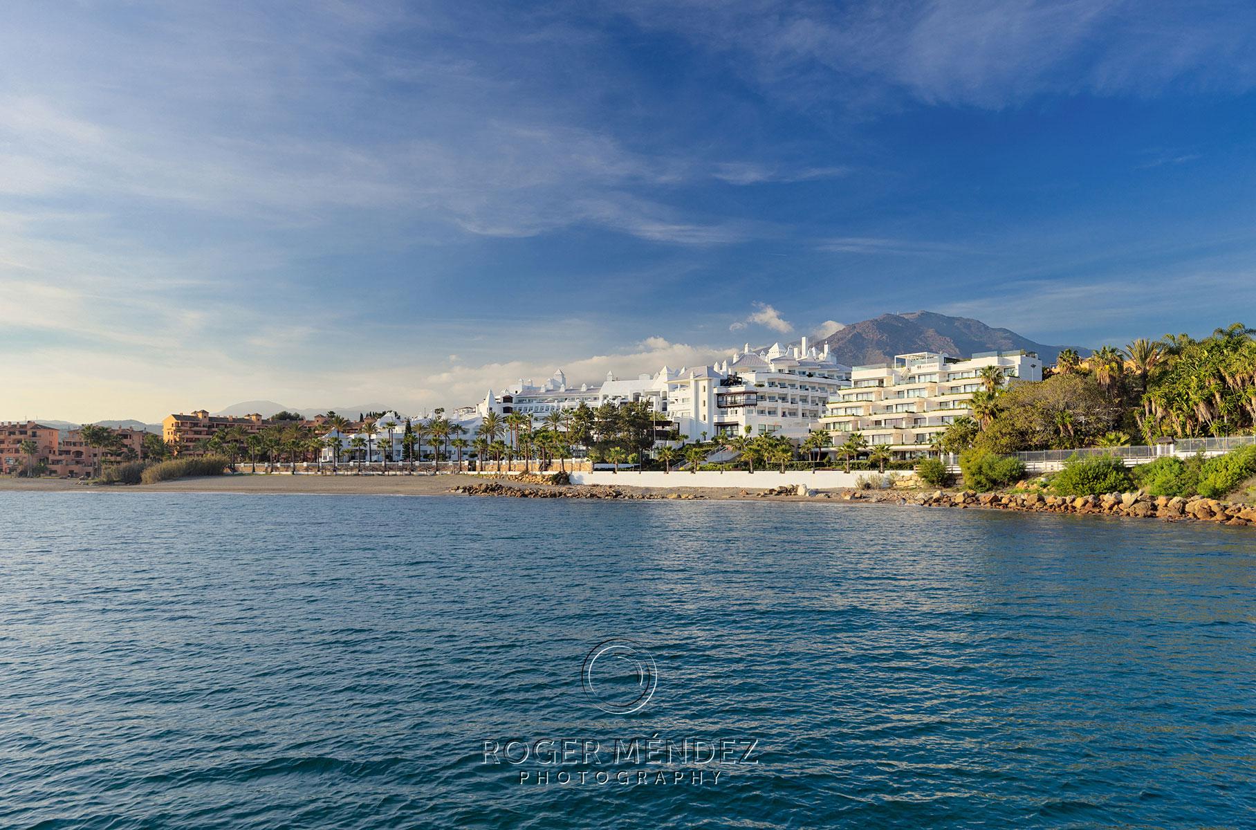 Vista desde el mar del H10 Estepona Palace