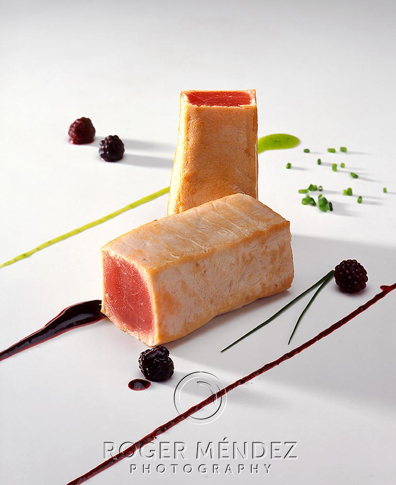 Atún asado con reducción agridulce de moras fotografía libro Cocina de Canarias