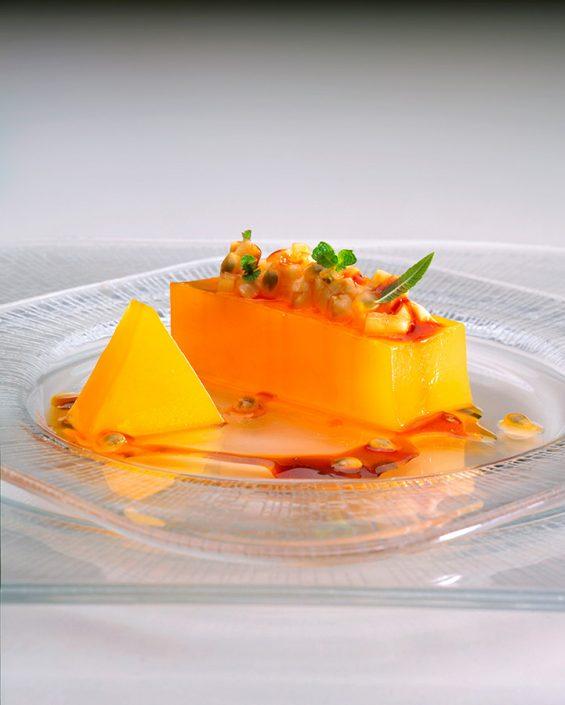 """Nuevas fotografías del libro """"Cocina de Canarias. La evolución"""". Fotografía de Tarrina de parchita con plátano"""