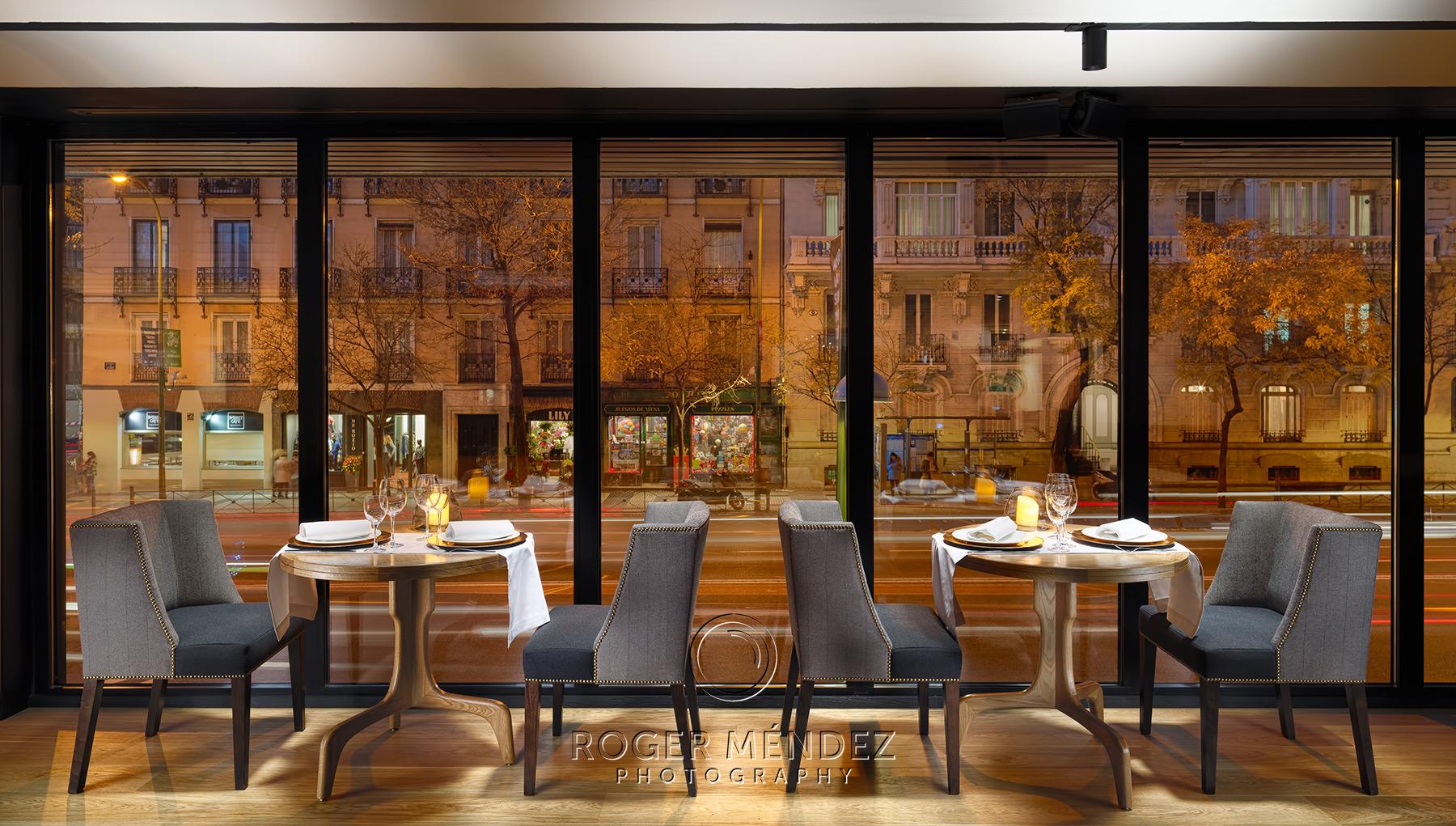 Fotografía de montaje cena en lobby bar