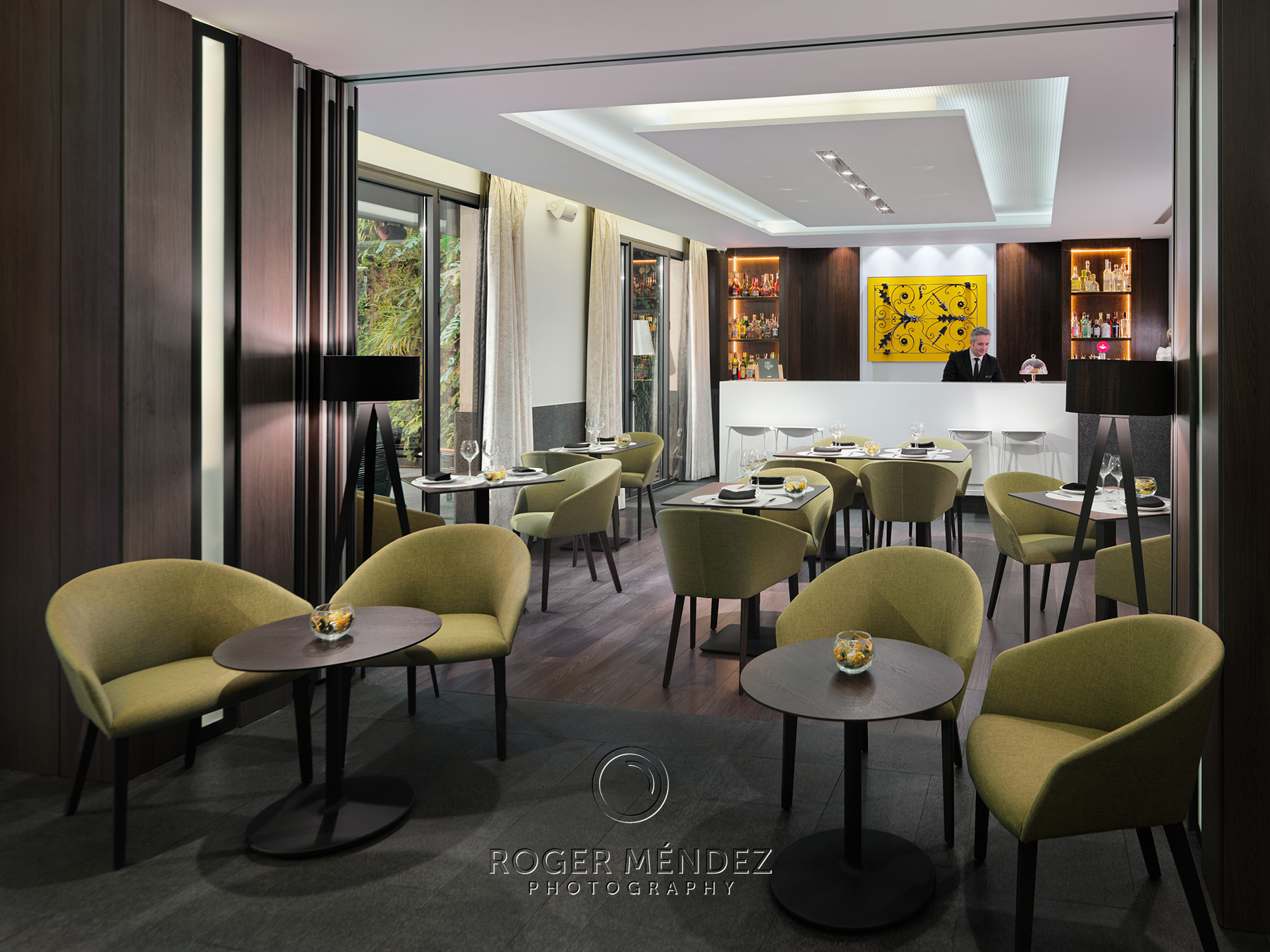 Lobby bar L'Olivera. fotografía de día