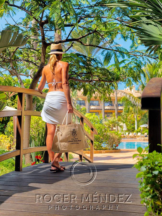 Toma exterior de jardines en zona piscina. Gran Hotel Bahia Real