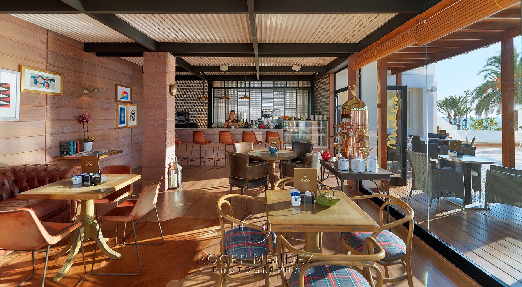 Mikes Coffe interior