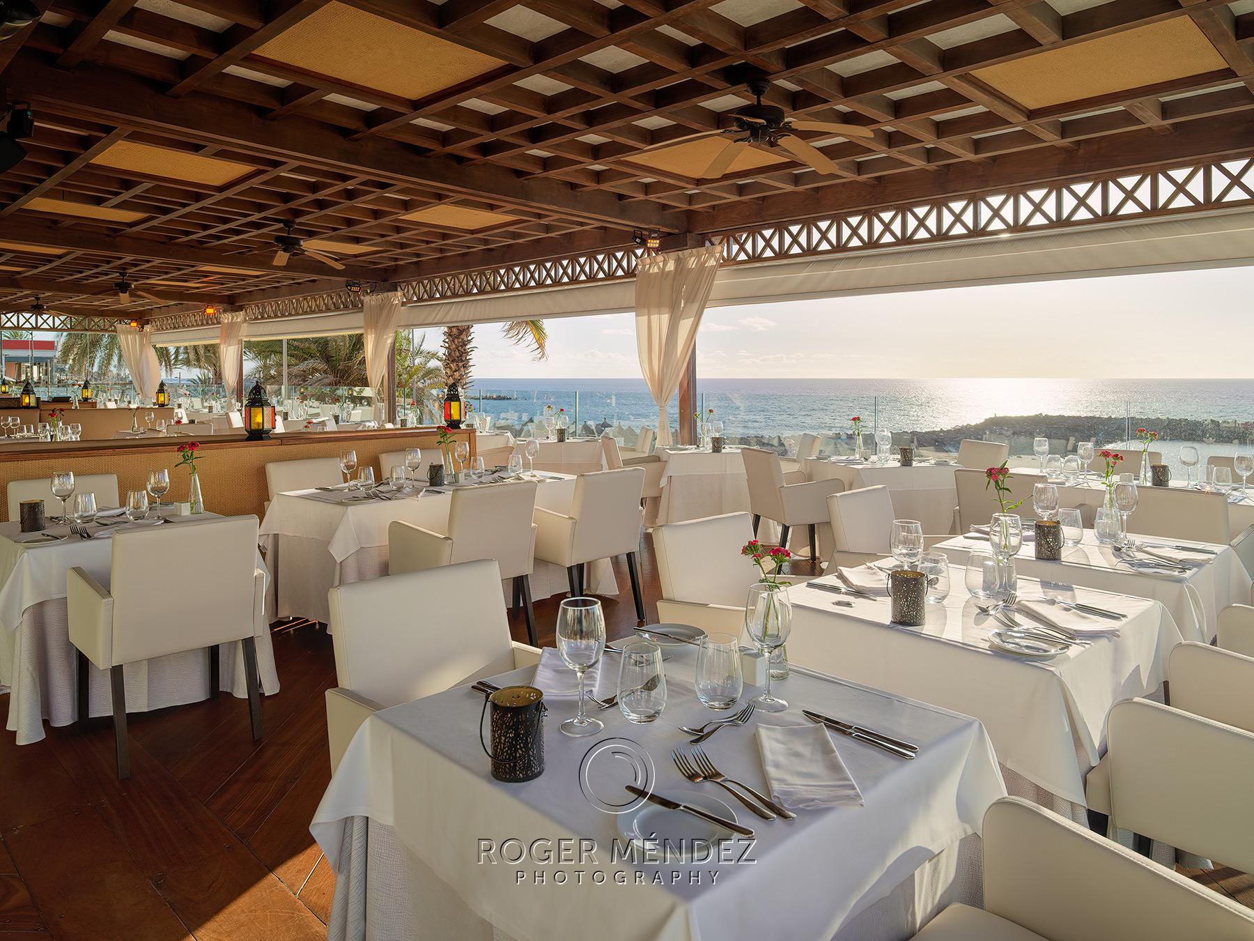 Restaurante El Mirador. Montaje cena. Vista general