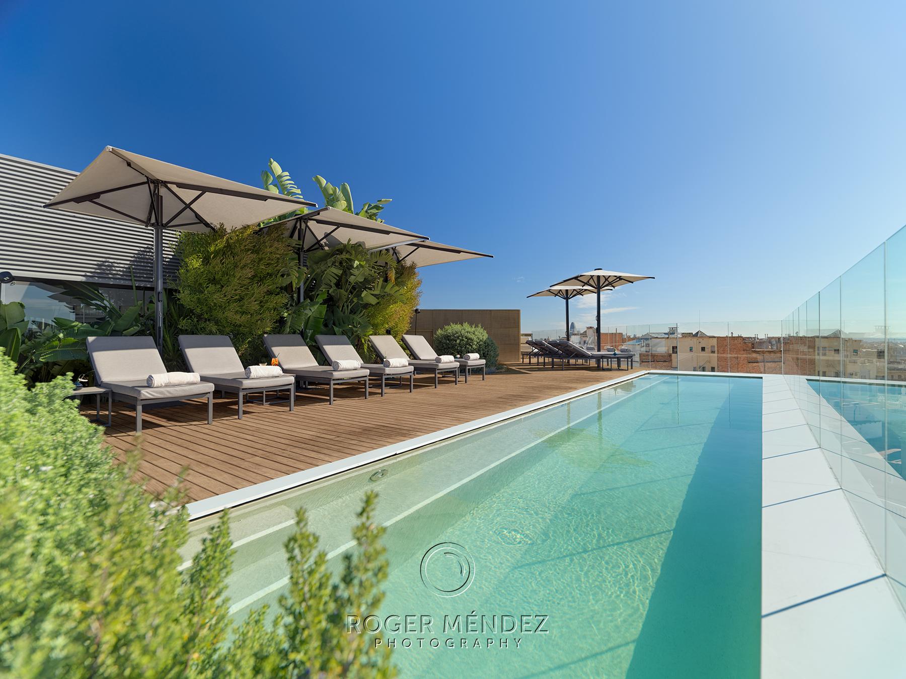 Terraza piscina plunge pool de día