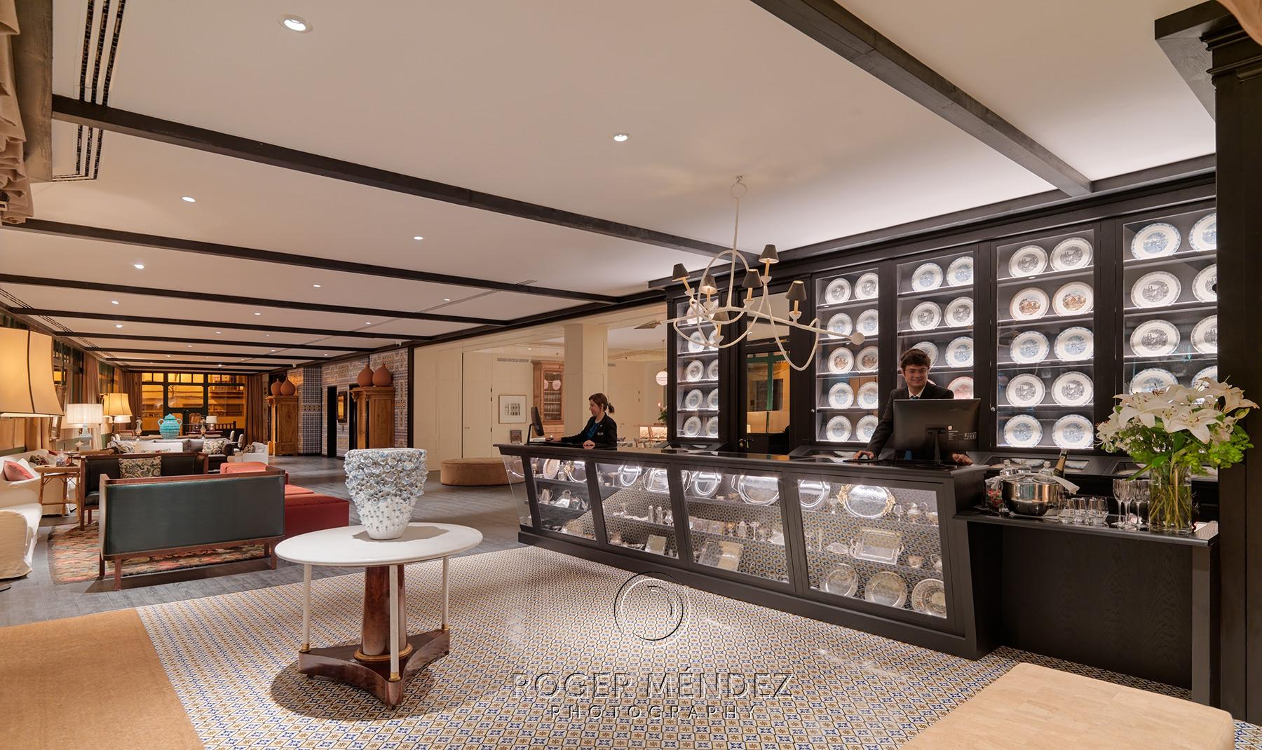 Vista general lobby de noche del hotel H10 Casa de la Plata