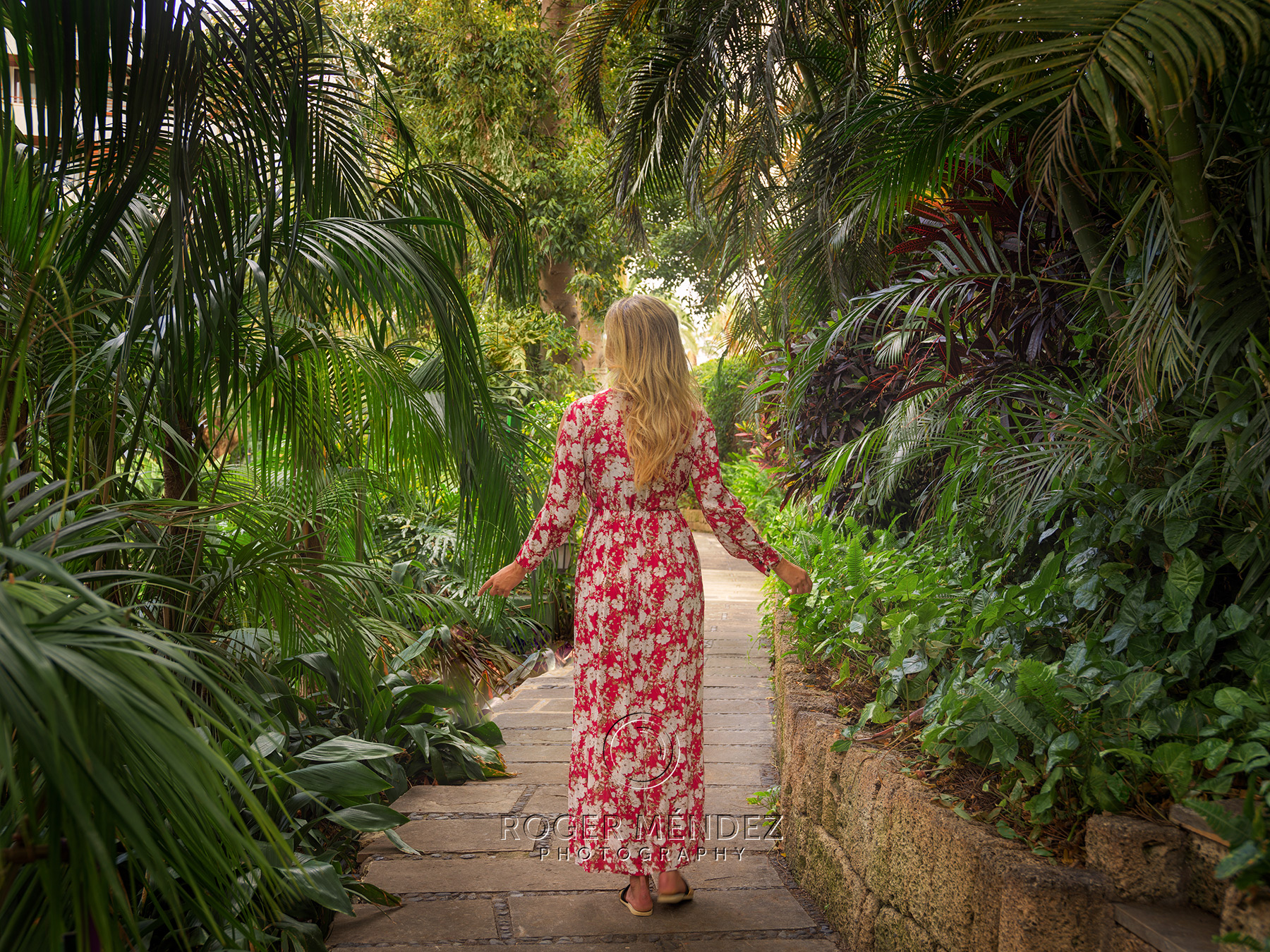 Fotografía de modelo en los jardines del Hotel Botánico