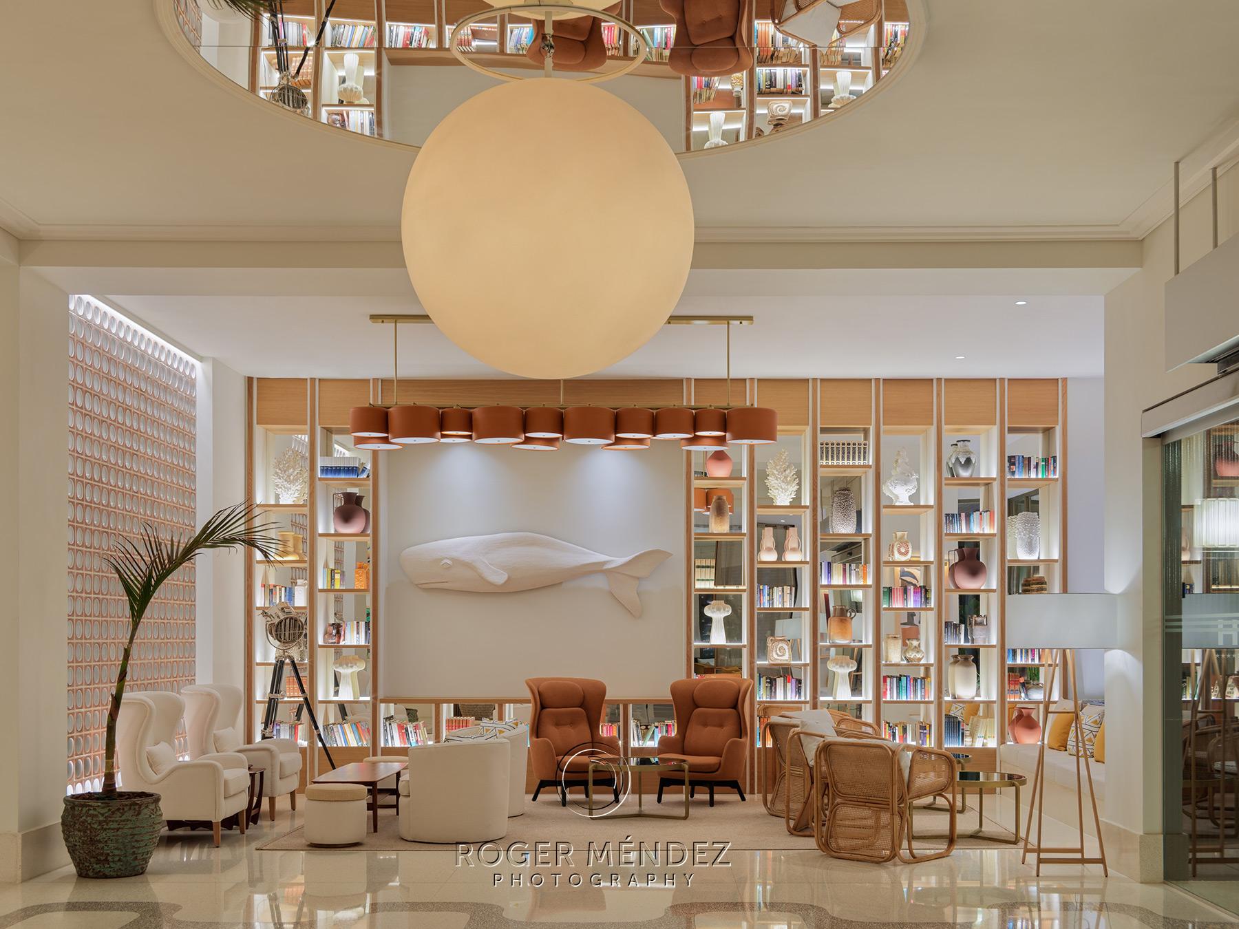 Lobby recepción del hotel H10 Porto Poniente