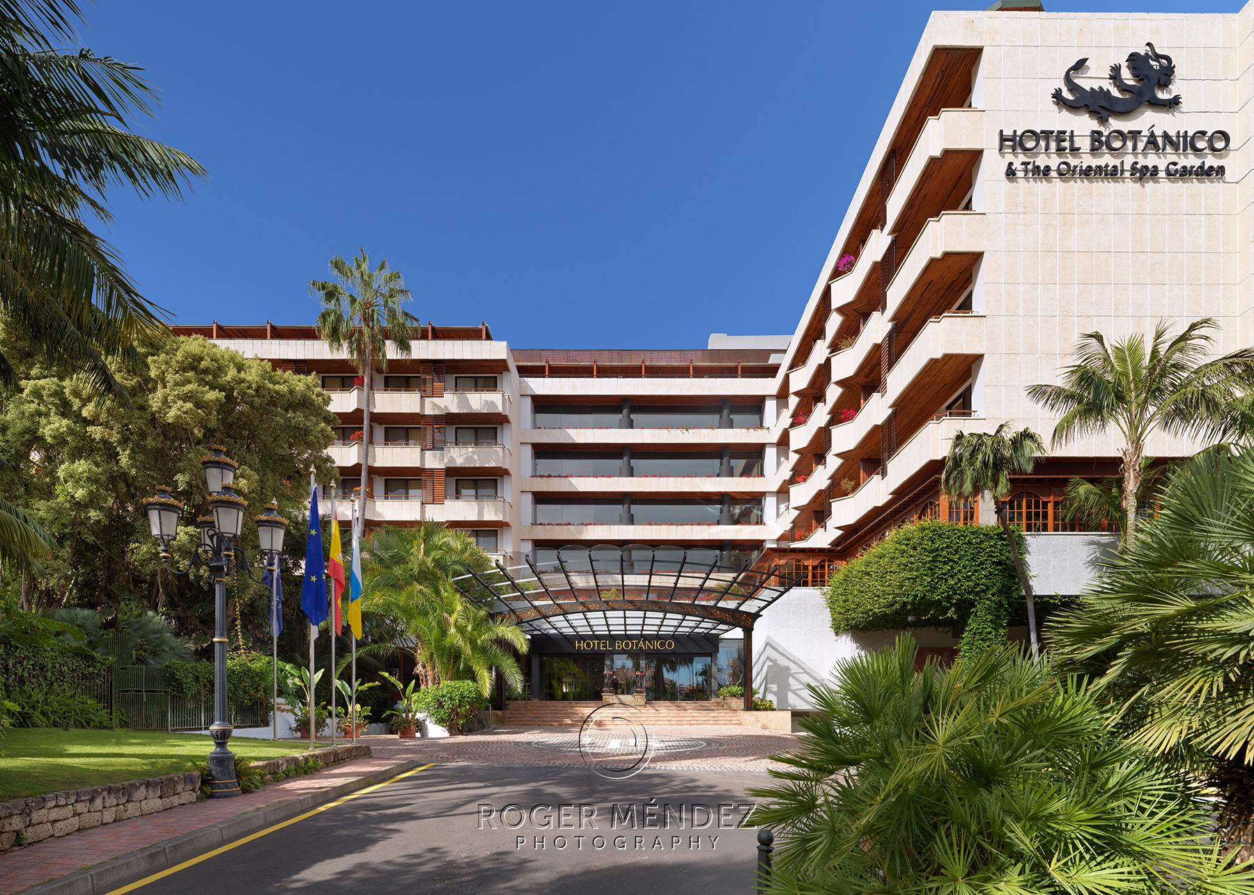 Fachada principal de día Hotel Botánico