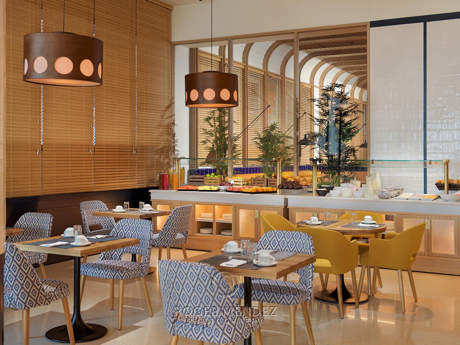 Restaurante Tortuga con montaje desayuno del hotel H10 Porto Poniente